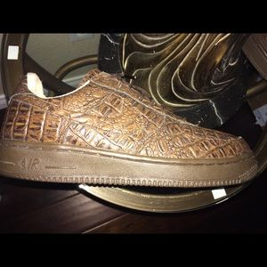 2000.  Air Force 1 gators .  19 years old size 10